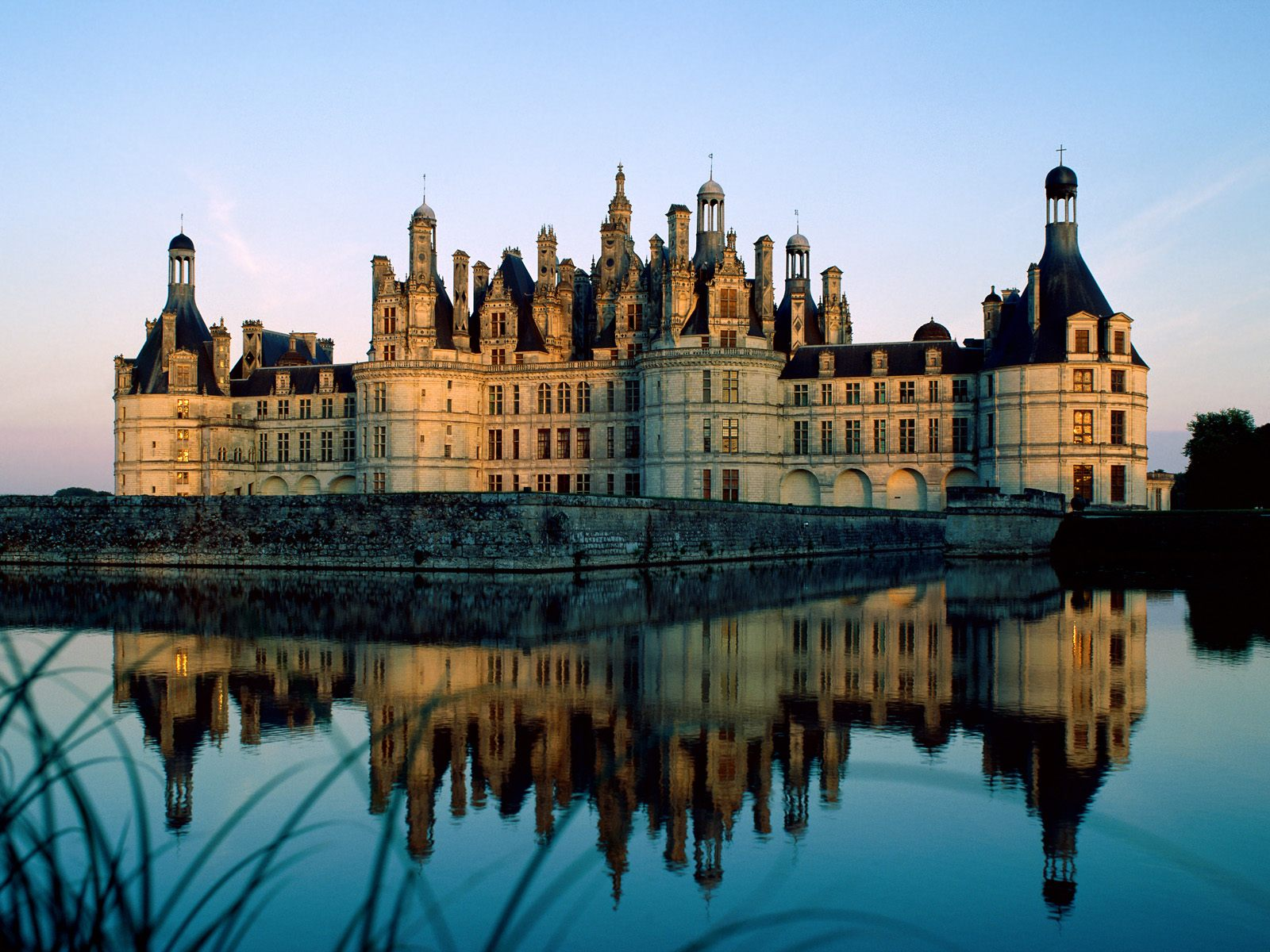 13 Amazing Castles Around The World